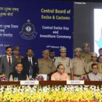 The Union Minister for Finance, Corporate Affairs and Information & Broadcasting, Shri Arun Jaitley with the winners of the Presidential Certificates of Appreciation and Merit Certificates, at the Investiture Ceremony 2016 and Annual Central Excise Custom Day function, organised by the Central Board of Excise and Customs (CBEC), in New Delhi on February 24, 2016. The Minister of State for Finance, Shri Jayant Sinha, the Secretary, Revenue, Dr. Hasmukh Adhia and other dignitaries are also seen
